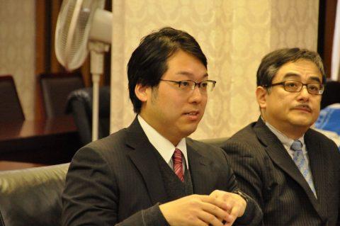 益学長らに事業内容の御説明をする大上取締役と秋山取締役CTO